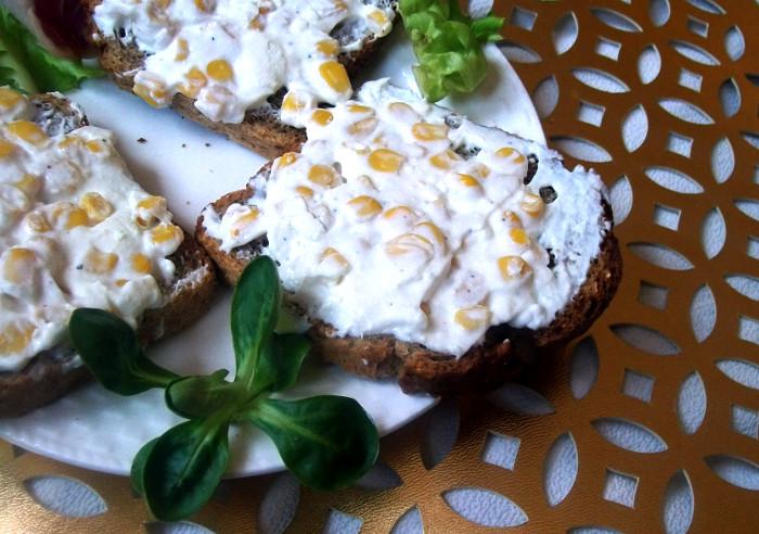 pasta do chleba z serem feta