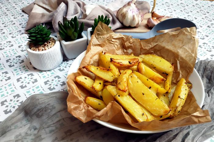 ziemniaki pieczone z ziołami i czosnkiem